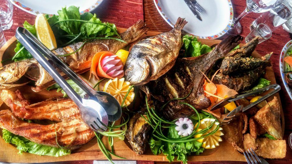 рыбная тарелка в Болгарии