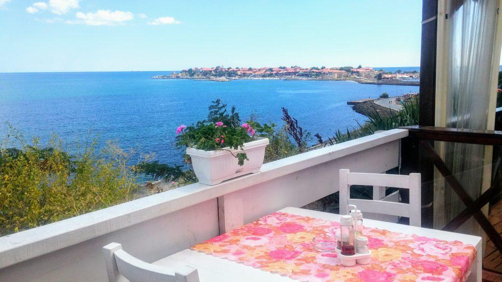 Недорогой ресторан с видом на море в Несебре